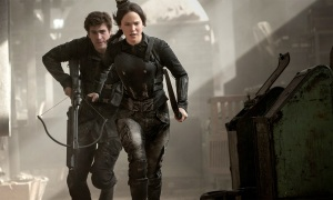 MJ1 Katniss and Gale fight