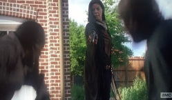 TWD S6E2 Carol shoots guy