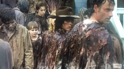 TWD S6E8 covered in walker guts